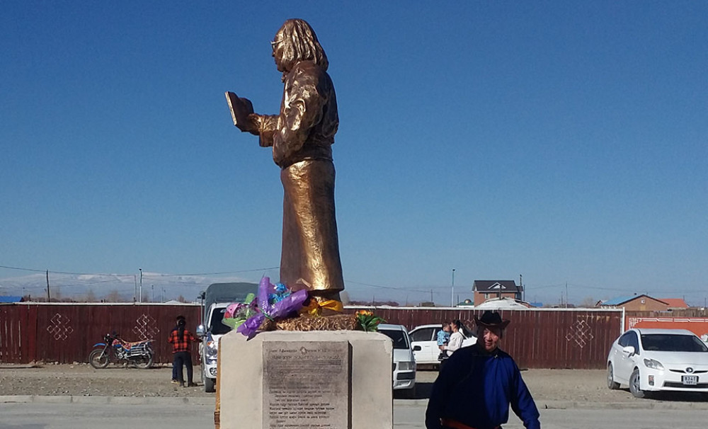 Нэрт найрагч Лу.Дагваодоржийн хөшөөг Буянт сумын төвд бүтээн заллаа